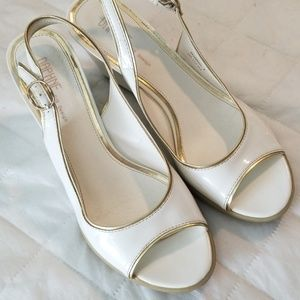 8e5b32f64 Daphne size 7 white and gold wedge